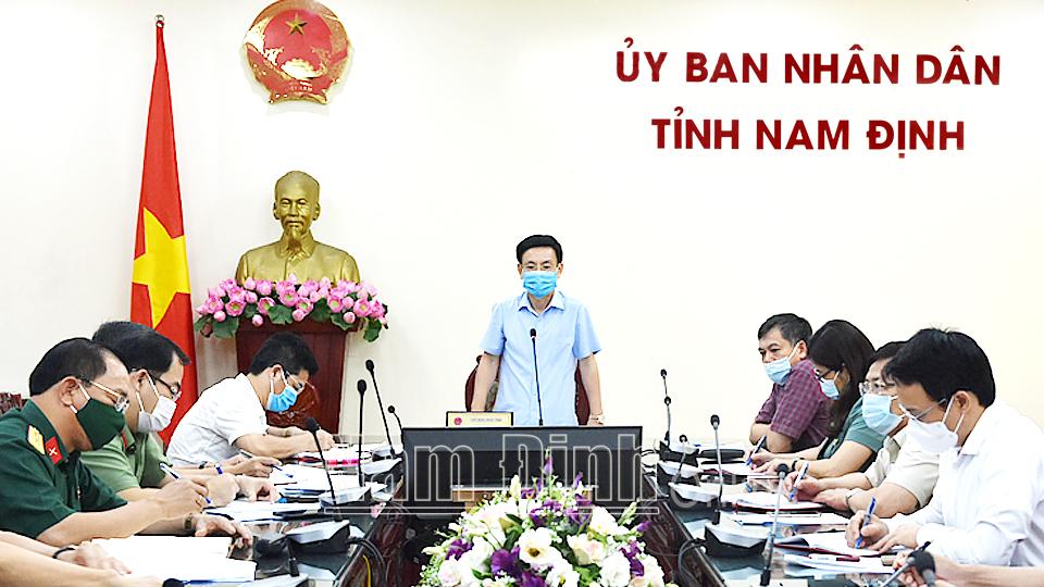 Đồng chí Phạm Đình Nghị, Phó Bí thư Tỉnh ủy, Chủ tịch UBND tỉnh, Trưởng BCĐ phòng chống COVID-19 tỉnh phát biểu chỉ đạo tại hội nghị.